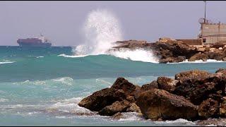 Волны на Средиземном море. Израиль. Хайфа.(Добрый день дорогие друзья. Я очень люблю Израиль. И для меня важны даже маленькие моменты из этой страны...., 2016-04-16T16:53:59.000Z)
