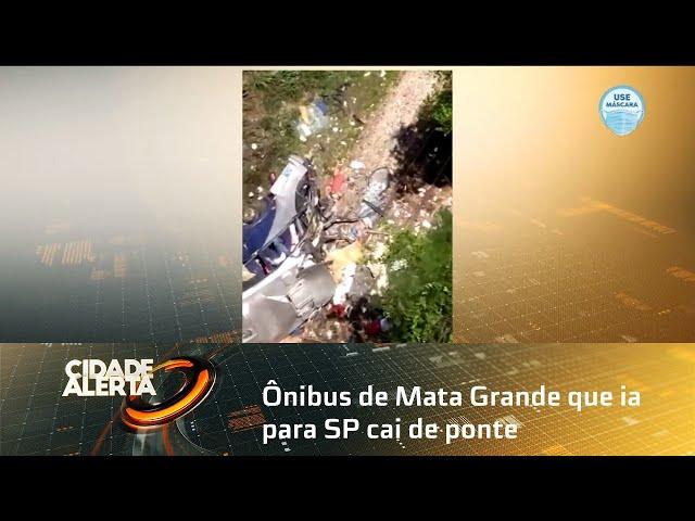 Ônibus de Mata Grande que ia para SP cai de ponte e pelo menos 14 pessoas morrem em MG