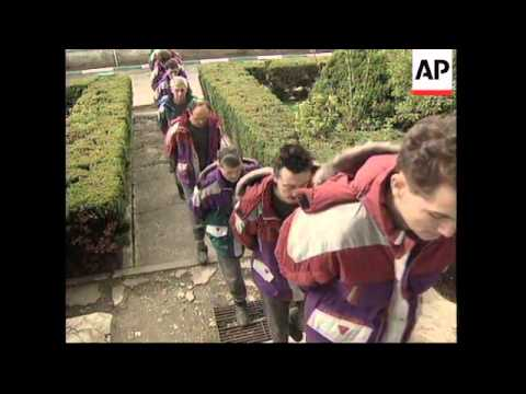 BOSNIA: TUZLA: SERBIAN POWS