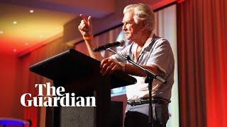 Bob Hawke belts out rendition of Waltzing Matilda