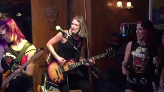 paradise kitty with courtney cox night train sugar mill saloon july 29 2016