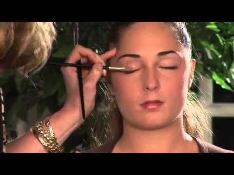 How to Apply Makeup to Cover Bulging Eyes