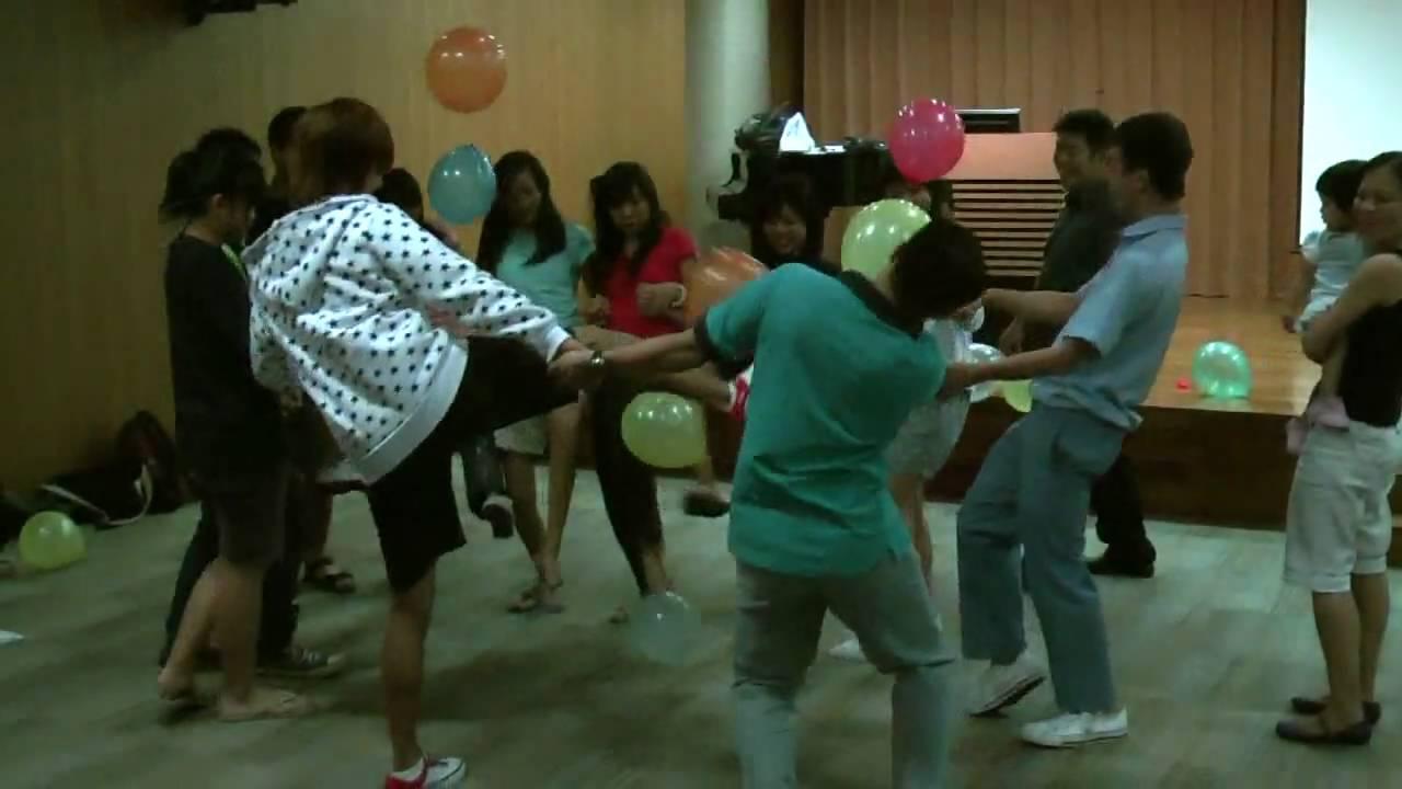 Balloon games youtube for Balloon party games