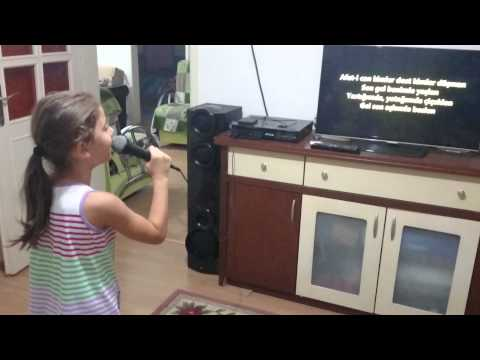 Selen cankaya karaoke show