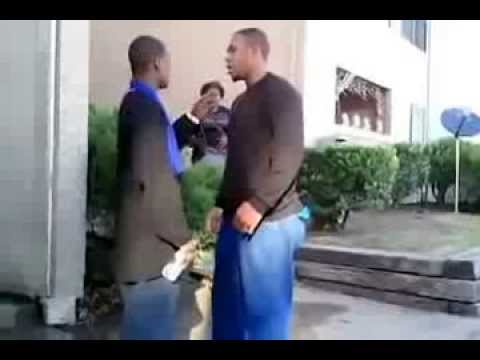 Драка на улице в негритянском районе!