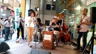 【オリックスブルーウェーブ】ビティエロ 内野手 クラリネット奏者のマーティン・ピータースさんが帰国します。 甘い音色のクラリネットが、大好きでした。 また、来日をお待ちしております。