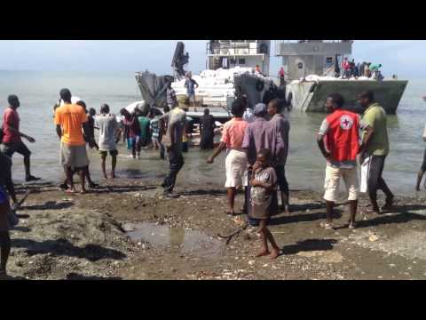 Distribution of food in Tiburon / Haiti on October 26th, 2016