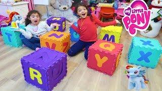 Renkli Harflerle Kutular Yaptık Bakalım My Little Pony'leri içine Sakladık - Colors box Funny Kids