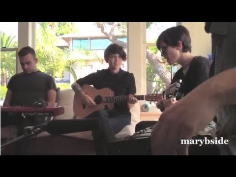 Tegan And Sara In A San Diego Living Room And Online Dating October 2012