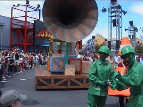 Disney Cinema Parade - Disneyland Paris (2003)