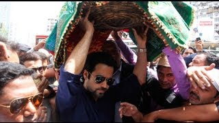 Crowd Goes Into Frenzy On Finding Emraan At Haji Ali Dargah