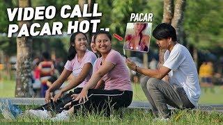 Download Video VIDEO CALL SAMA PACAR - LIHAT BELAHAN KAMU DONG!! PART 2 - Prank Indonesia MP3 3GP MP4