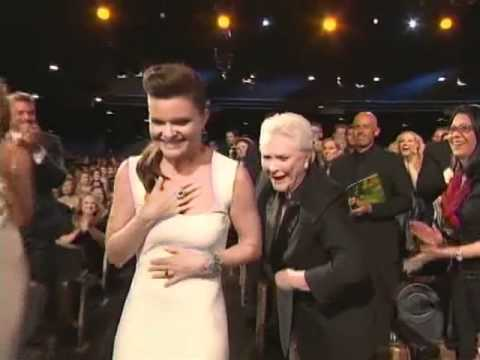 Heather Tom wins 2011 Daytime Emmy Award for Outstanding Supporting Actress