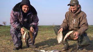 Самый вкусный КАРАСЬ Рыбалка на карася весна 2020 Поймали БОЛЬШОГО РАКА на фидерную удочку