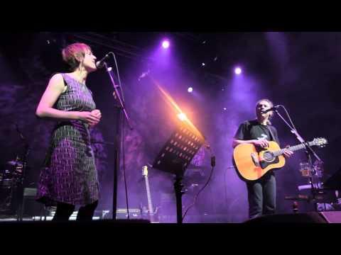 Alkinoos Ioannidis featuring Karine Polwart - Athens, 2013