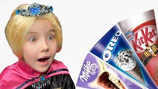 Маша превратилась в принцесс и получает мороженое