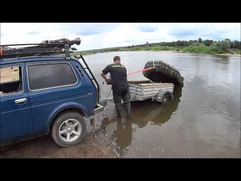 спуск лодок на воду с прицепа видео