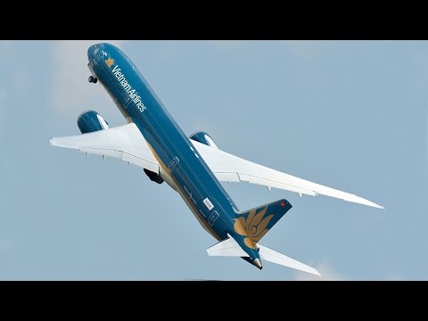 Unbelievable Boeing 787 VERTICAL Take-off - Paris Air Show 2015