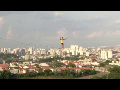 تحدي الخطر.. المشي على الحبال بين مباني مهجورة في البرازيل على ارتفاع 70 طابقًا  - نشر قبل 2 ساعة