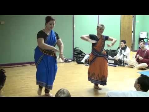 Dance / Bhajan - Diana's Yoga Studio - Surata and Gopi Krishna - Yasomati Nandana