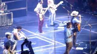 Bruno Mars- Lazy Song- 14/10/13- Paris, Bercy