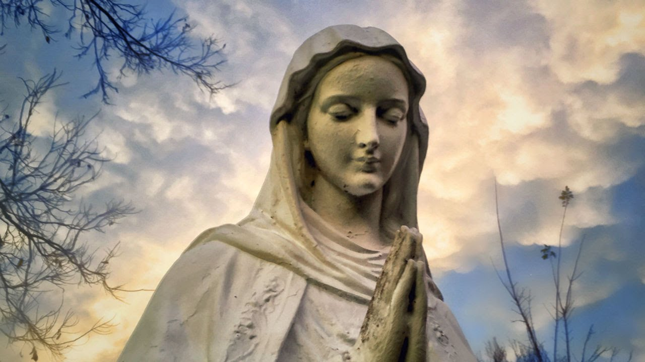 statues of the virgin mary triumphantly return to iraq after defeat