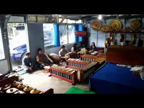 Karawitan Lancaran Perahu Layar & Ketawang Ibu Pertiwi [sanggar seni Singamulangjaya-Kota Malang]