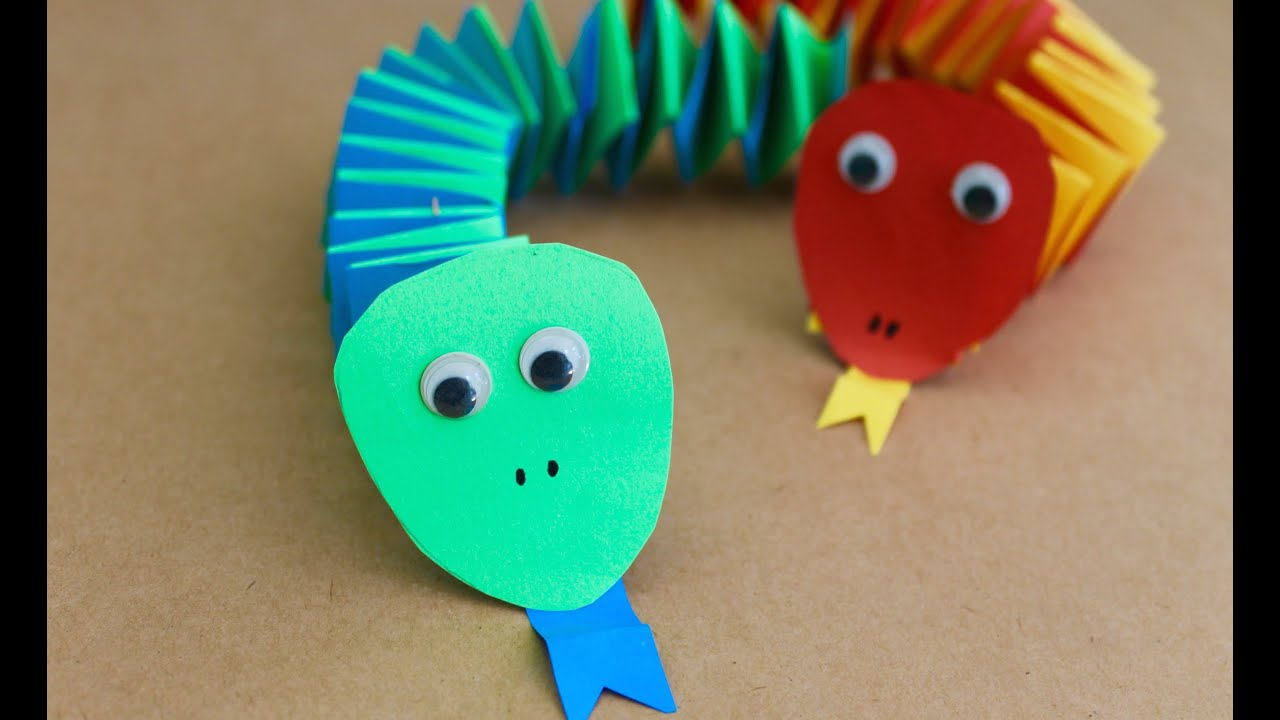 Easy craft how to make paper accordion snakes youtube for How to make craft