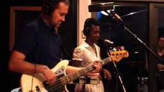 "Morcheeba performing ""The Sea"" live on KCRW"