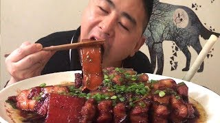 Three pounds of pork belly, do a braised pork, give yourself a summer heat, green onions to greasy