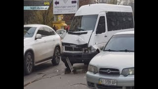 У Києві 83 річний пішохід спровокував масштабну аварію