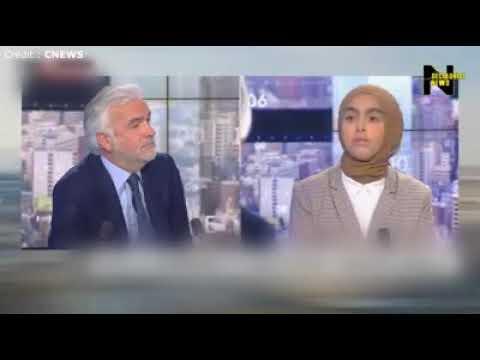 Sara El Attar recadre Pascal Praud et Elizabeth Levy sur la laïcité.
