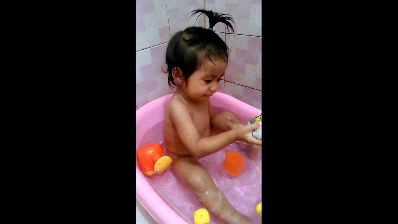 เด็ก1ขวบ6เดืิอนอาบนำ้เอง