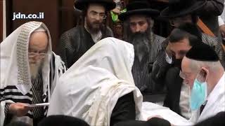 Toldos Aharon Rebbe At A Bris Together With The Yenuka