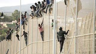 La Guardia Civil se emplea con contundencia en un nuevo salto a la valla de Melilla