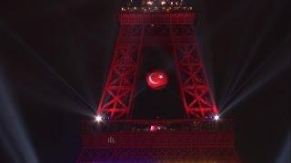 Eyfel Kulesi'ni Kırmızı Beyaz Yaptık