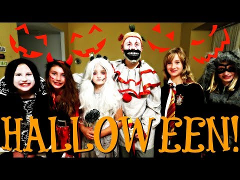 🎃 TERRIFYING HAUNTED HOUSE - HALLOWEEN SPECIAL - FIRST TIME TRICK OR TREATING 🎃