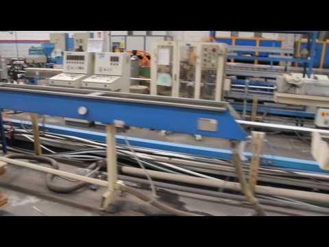 Завод Tiemme в Кастеньято. Цех экструзии. Одна из линий по производству пластиковых труб