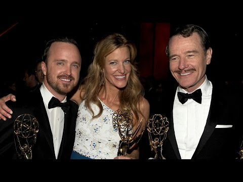 Julia Louis-Dreyfus and Bryan Cranston Makeout - Emmys 2014 Top 5 Moments