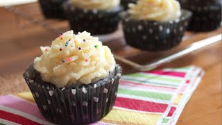How To Make Chocolate Cupcakes With Vanilla Buttercream Frosting