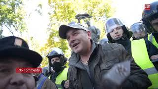 Как националисты ходили сносить памятник Ватутину в Киеве