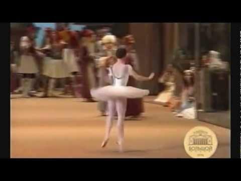 Le Corsaire-Medora entrance (Bolshoi Ballet:Maria Alexandrova 2007)