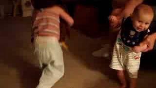 Wk 28-Baby Dance with Firework Music (寶寶隨著煙火音樂跳舞)