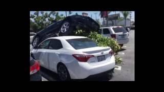 """""""فيديو"""" شاهد سيارة فورد موستنج فوق تويوتا كورولا في موقف للسيارات في أمريكا"""