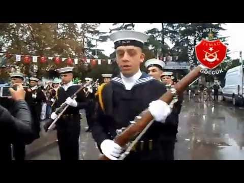Tüfekli Gösteri Takımı ve Donanma Bandosu