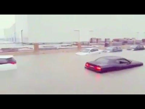 Raining heavily in Jebel Ali