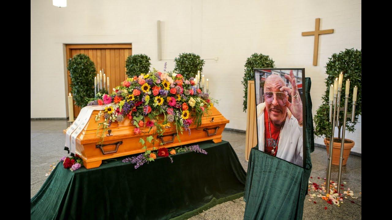 Trauerfeier Hier Nehmen Kiez Größen Abschied Von Inkasso Henry