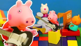 Peppa Pig Official Channel   Peppa Pig Stop Motion: Peppa Pig Plays Music at the Concert!