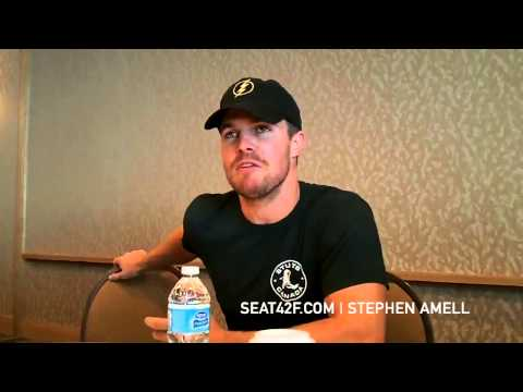 Stephen Amell ARROW Interview Comic Con 2014
