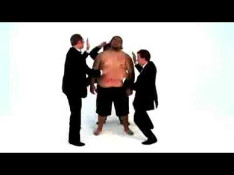 Männer hauen aud dicken bauch